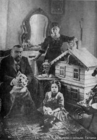 A.I. Kuprin with his family. Gatchina. Photograph of 1913