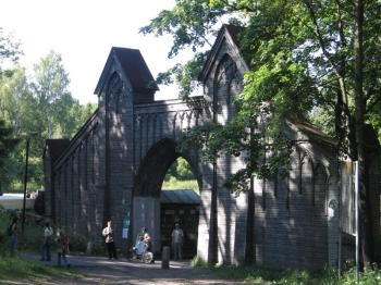 Monrepo park. Gothic gate (Architect K.L. Engel, 1830)