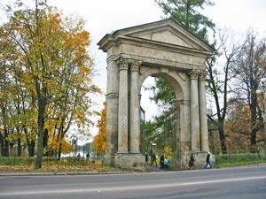 Gatchina park. The Admiral Gate