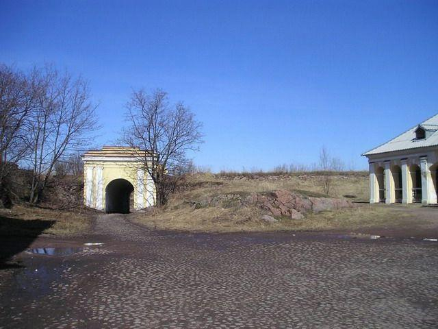 The Annensky fortifications. The Fridrikhgamskiye gates and the building of the guardroom.
