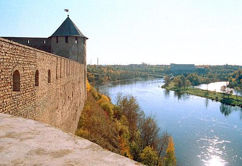 The River Narova. View of the Ivangorod fortress from the Kolodeznaya (Well) Tower