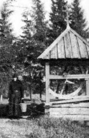 The Lintulsky Monastery of the Holy Trinity.  At a well. Photogtaph of the early 20th cent.