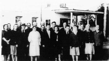 I.F. Bezpalov among employees of the I.P. Pavlov Institute of Physiology  in Koltushi  near the building of the Old Laboratory of the biology  station. Photograph of 1947