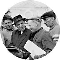 V.M. Savkov (2nd left) and the group of workers near the Grand Peterhof Palace. Photograph of 1951